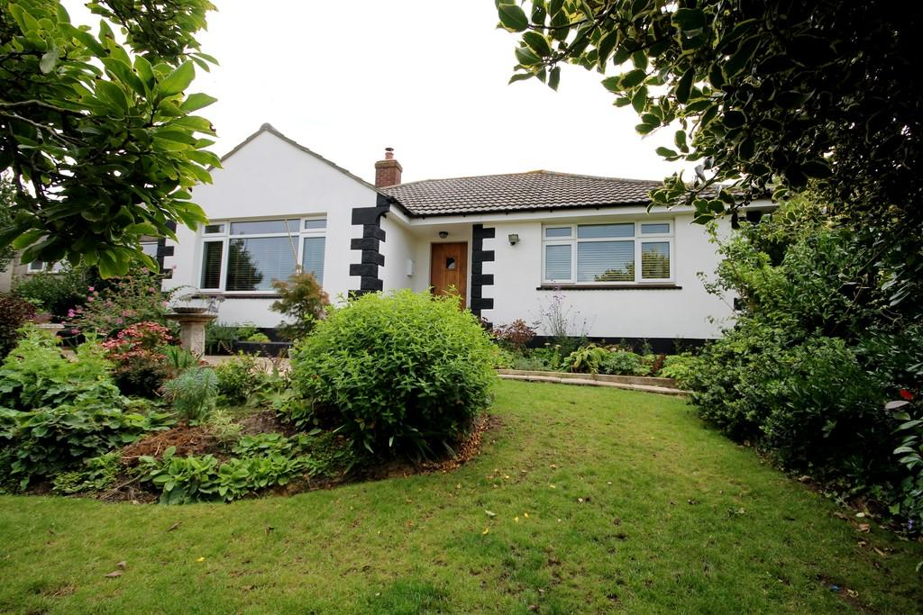 2 Bedrooms Detached Bungalow for sale in Totland Bay, Isle Of Wight