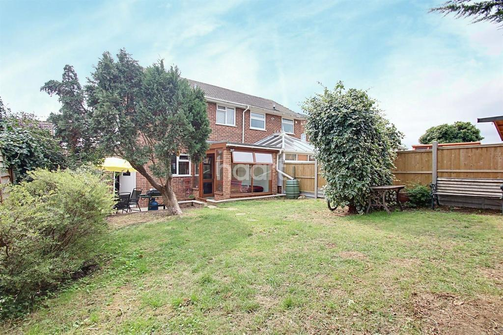 2 Bedrooms Semi Detached House for sale in Windsor Gardens