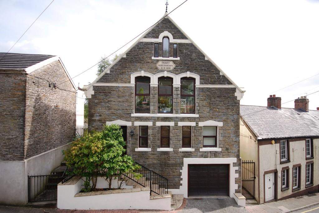 3 Bedrooms Detached House for sale in High Street, Llantrisant, Pontyclun, CF72 8BQ