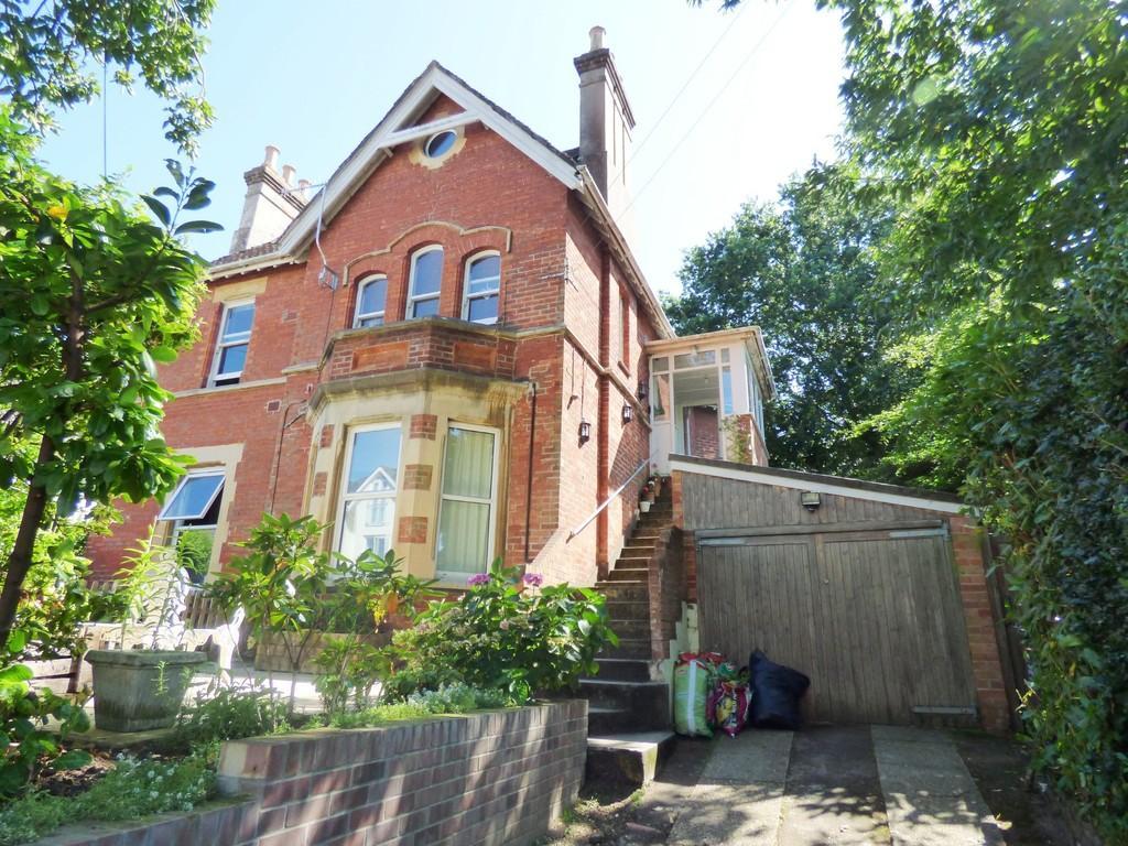 2 Bedrooms Flat for sale in Sandringham Road, Lower Parkstone
