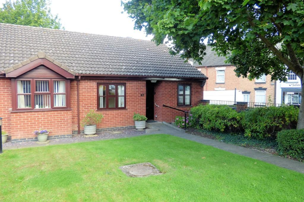 2 Bedrooms Semi Detached Bungalow for sale in Holly Green, Stapenhill