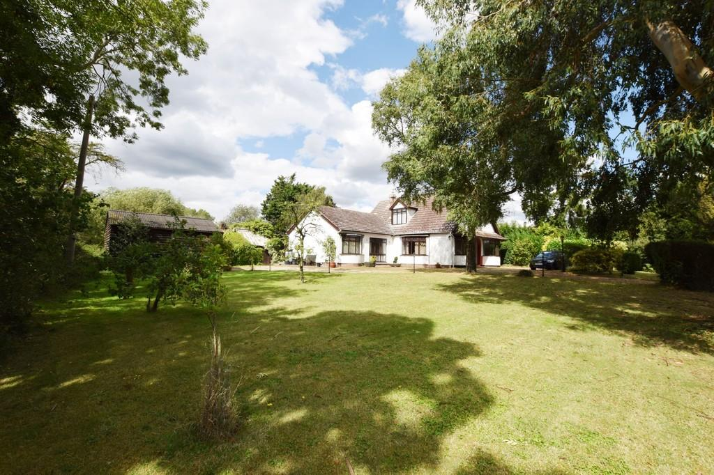 3 Bedrooms Detached Bungalow for sale in Fox Street, Ardleigh, Colchester CO7 7PP