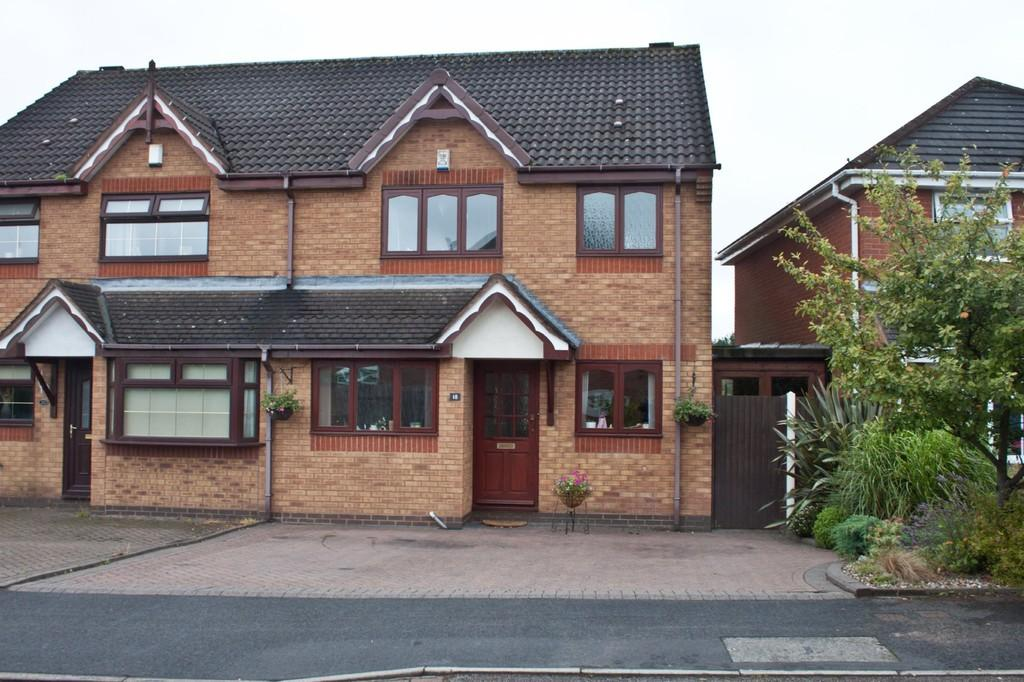 3 Bedrooms Semi Detached House for sale in Cornflower Road, Clayhanger