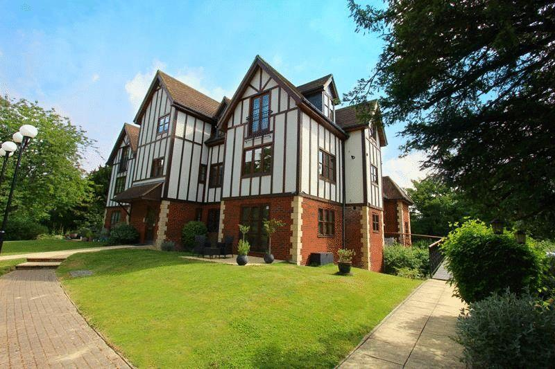 2 Bedrooms Apartment Flat for sale in Wonham Place, South Godstone