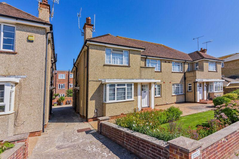 3 Bedrooms Flat for sale in Anscombe Road, Worthing