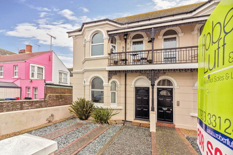 3 Bedrooms Flat for sale in Navarino Road, Worthing