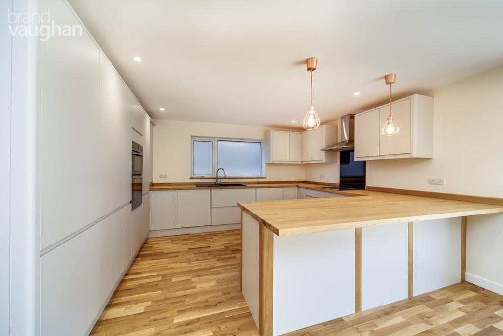 4 Bedrooms Semi Detached Bungalow for sale in Westdene Drive, Brighton, BN1