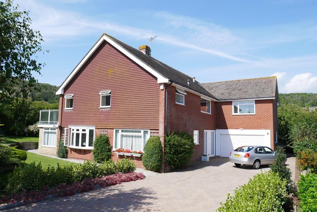 4 Bedrooms Detached House for sale in Foredown Close, Eastbourne, BN20