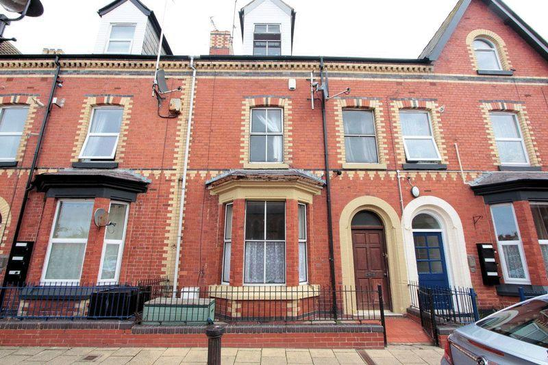 6 Bedrooms Terraced House for sale in Princes Street, Rhyl