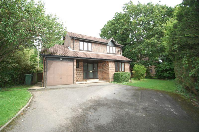 4 Bedrooms Detached House for sale in Beckham Lane, Petersfield, Hampshire