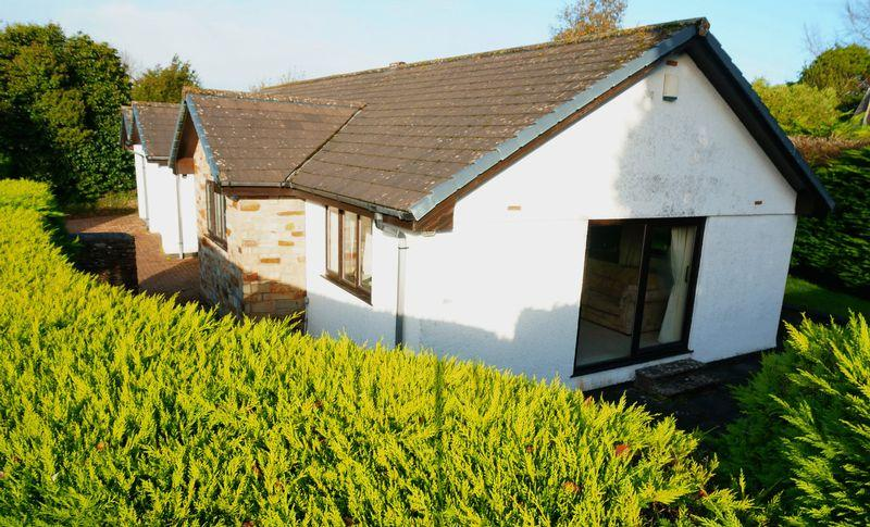 3 Bedrooms Detached Bungalow for sale in Trethurgy Gardens, Callington