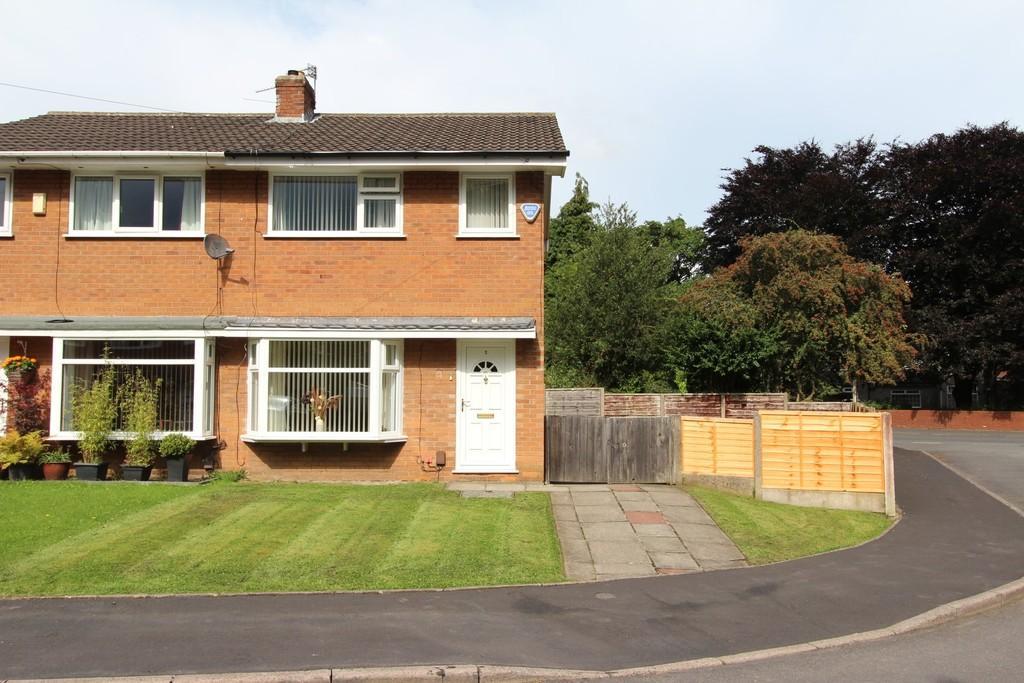 3 Bedrooms Semi Detached House for sale in Simon Freeman Close, Heaton Chapel