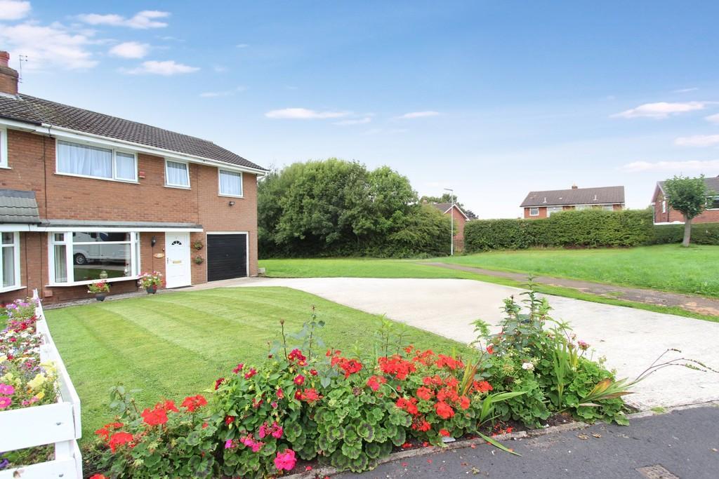 4 Bedrooms Semi Detached House for sale in Simon Freeman Close, Heaton Chapel
