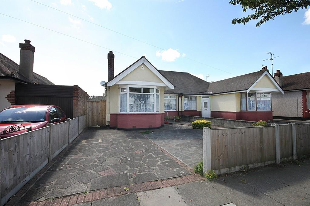 3 Bedrooms Semi Detached Bungalow for sale in Stuart Road, Southend-on-Sea