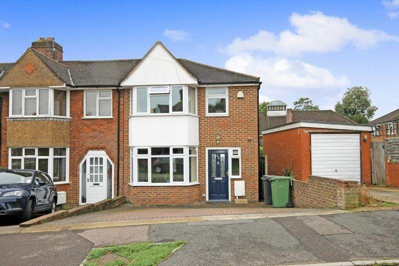 3 Bedrooms Semi Detached House for sale in DORKING