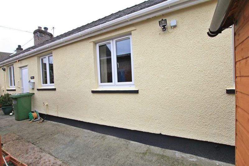 2 Bedrooms Cottage House for sale in Llanfairpwll, Anglesey