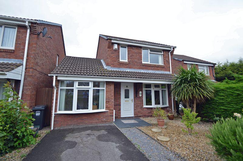 3 Bedrooms Detached House for sale in A level position in Clevedon close to schools and amenities