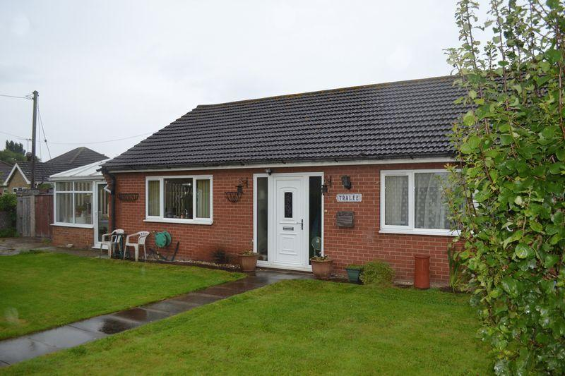 2 Bedrooms Detached Bungalow for sale in Marsh Lane, New Holland