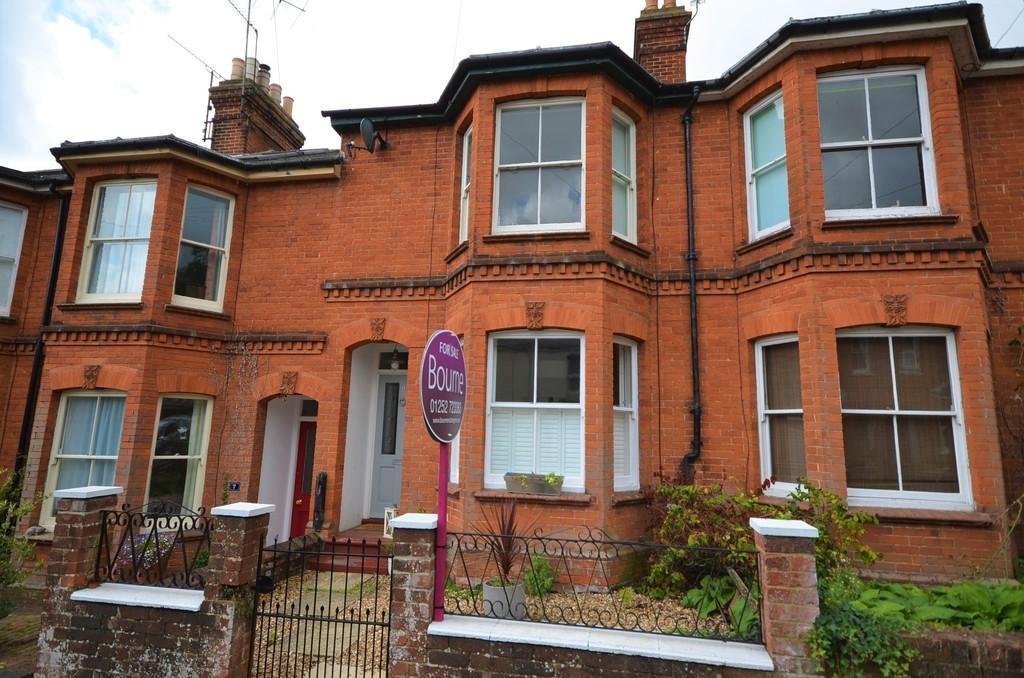 4 Bedrooms Terraced House for sale in Wykeham Road, Farnham