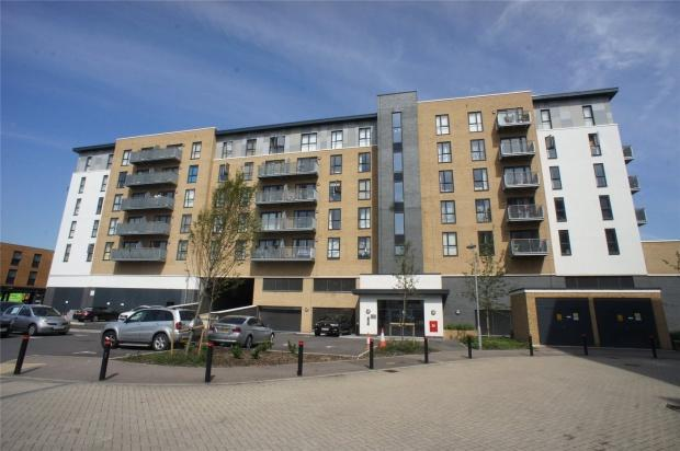 2 Bedrooms Flat for sale in Hackney House Clydesdale Way, Belvedere, DA17
