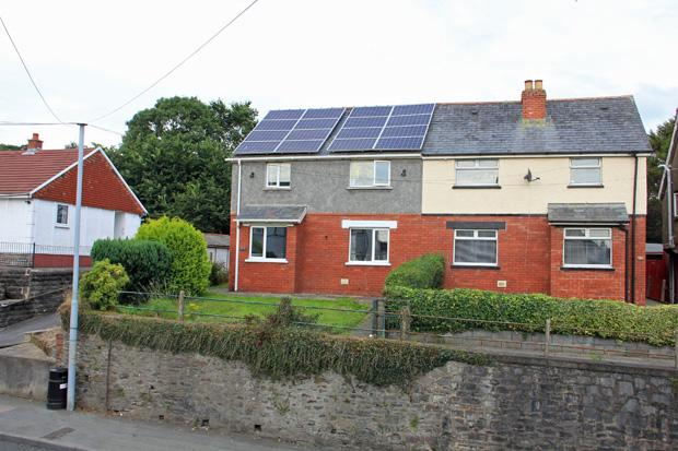 3 Bedrooms Semi Detached House for sale in Fountain Hall Terrace, Carmarthen , Carmarthenshire