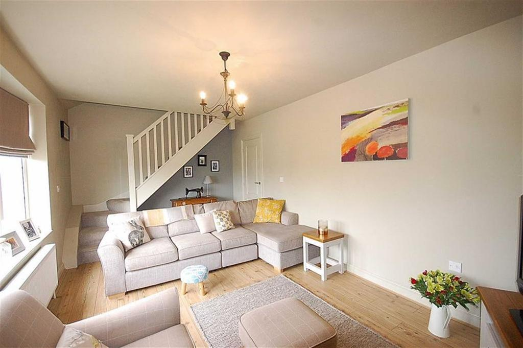 4 Bedrooms Detached House for sale in Lower Hall Road, Lascelles Hall, Huddersfield, HD5