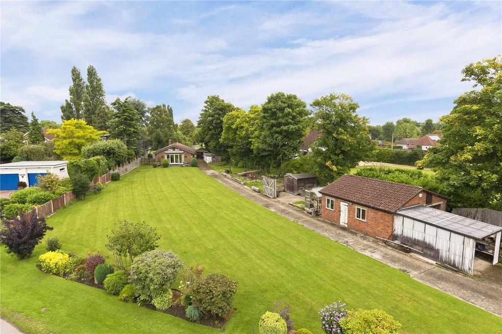 2 Bedrooms Bungalow for sale in Hamm Court, Weybridge, KT13