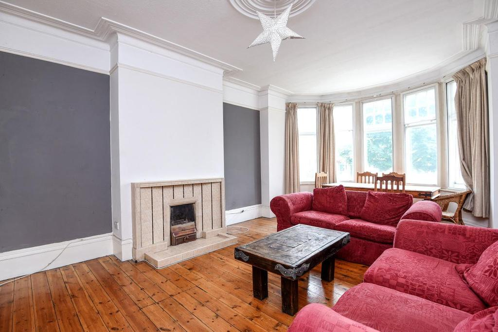 1 Bedroom Flat for sale in Fox Lane, Palmers Green