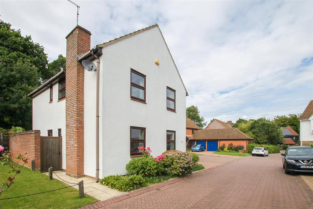 4 Bedrooms Detached House for sale in Kelvedon Hatch, Roding Drive, Brentwood
