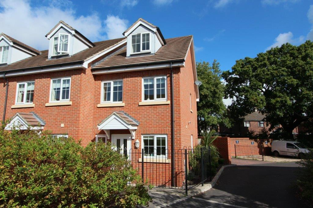 3 Bedrooms Town House for sale in Hindmarch Crescent, Hedge End SO30