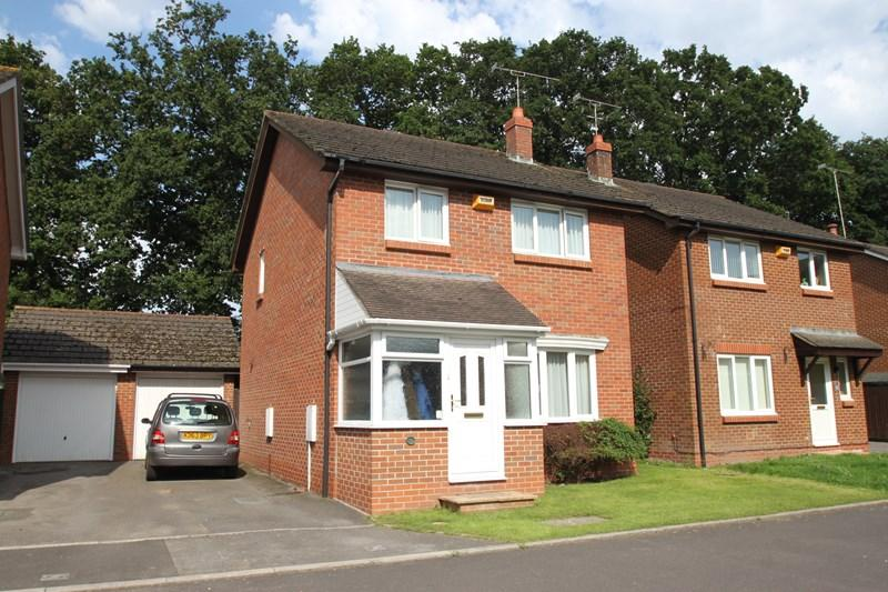 3 Bedrooms Detached House for sale in Hazelwood Drive, Verwood