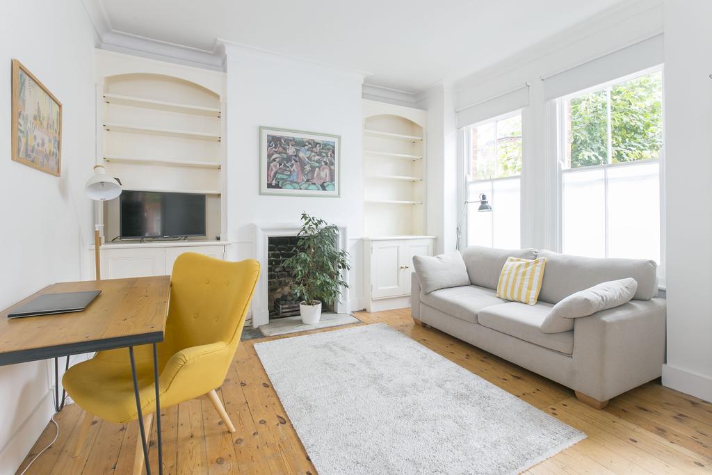 2 Bedrooms Flat for sale in Ingelow Road, SW8