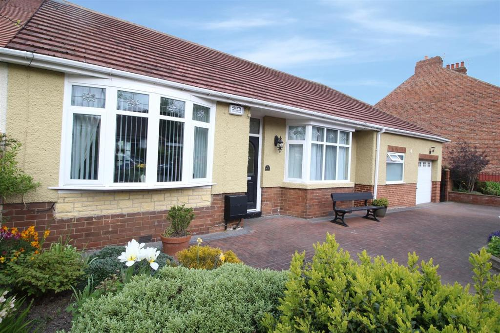 3 Bedrooms Semi Detached Bungalow for sale in Sandringham Avenue, Benton, Newcastle Upon Tyne