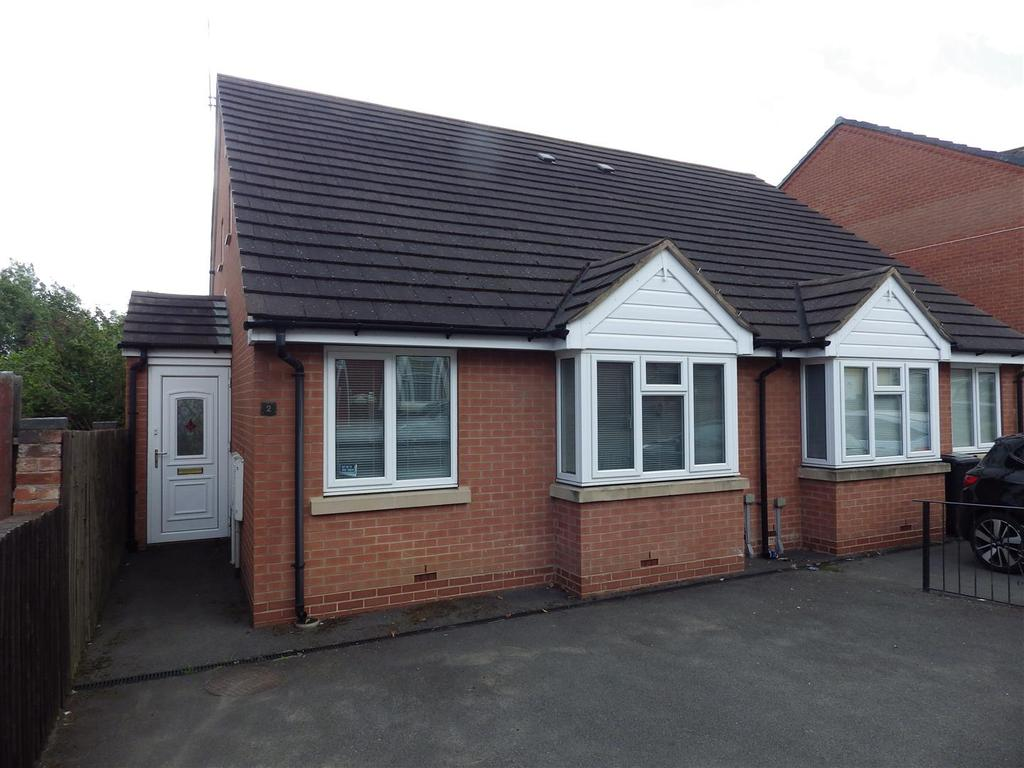 3 Bedrooms Semi Detached Bungalow for sale in Highfield Road, Halesowen