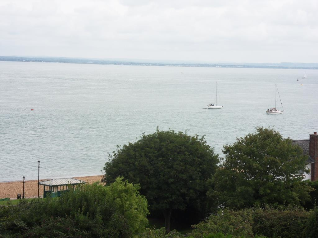 2 Bedrooms Apartment Flat for sale in Stanhope Drive, Cowes
