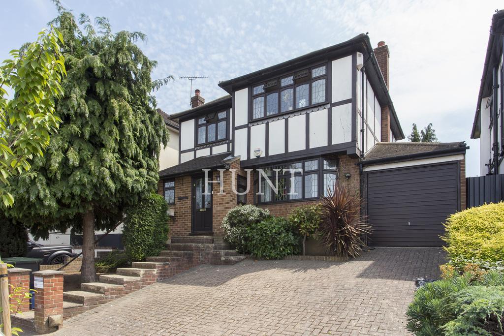 3 Bedrooms Detached House for rent in Dacres Garden, Chigwell, Essex IG7