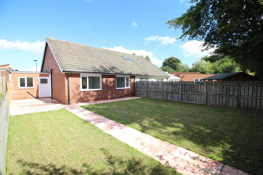 3 Bedrooms Semi Detached Bungalow for sale in Warkworth Crescent, Gosforth, Newcastle Upon Tyne