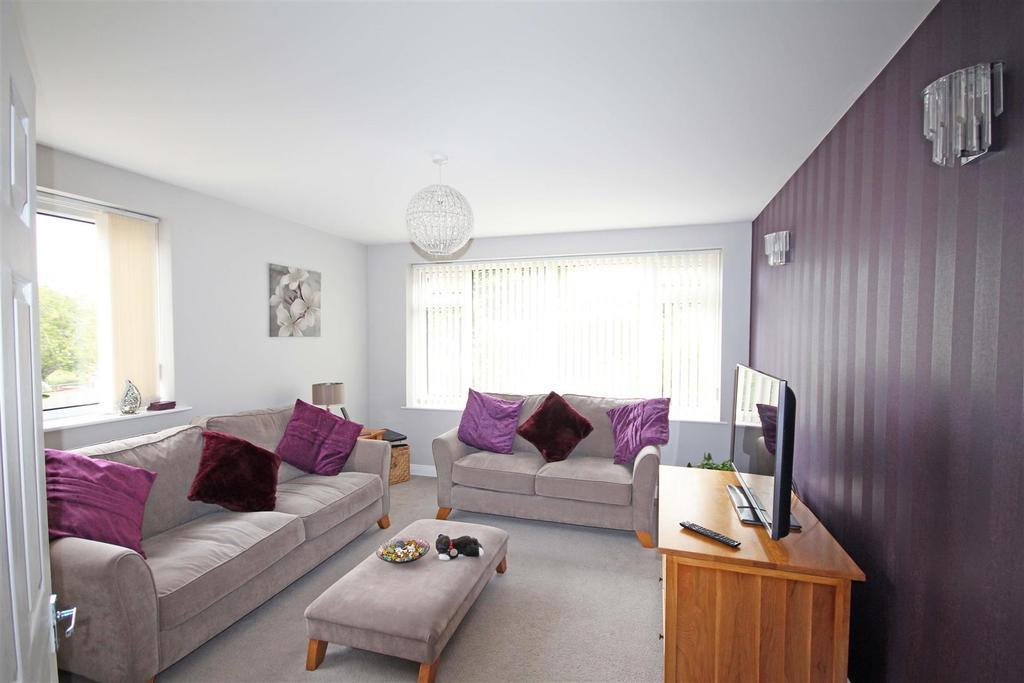 3 Bedrooms Flat for sale in Bankside, Westdene, Brighton