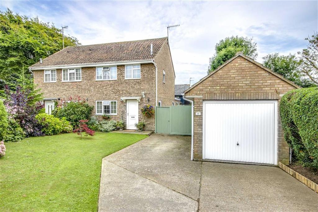 2 Bedrooms Semi Detached House for sale in Barn Close, Seaford