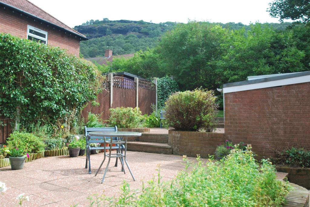 4 Bedrooms Detached House for sale in Crescent Drive, Helsby