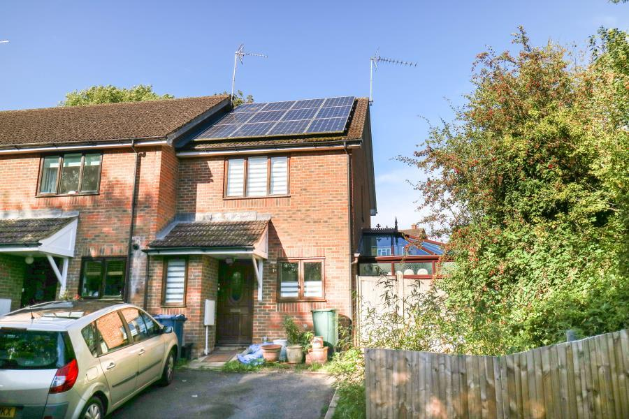 2 Bedrooms End Of Terrace House for sale in Marygold Walk, Little Chalfont, Bucks, HP6