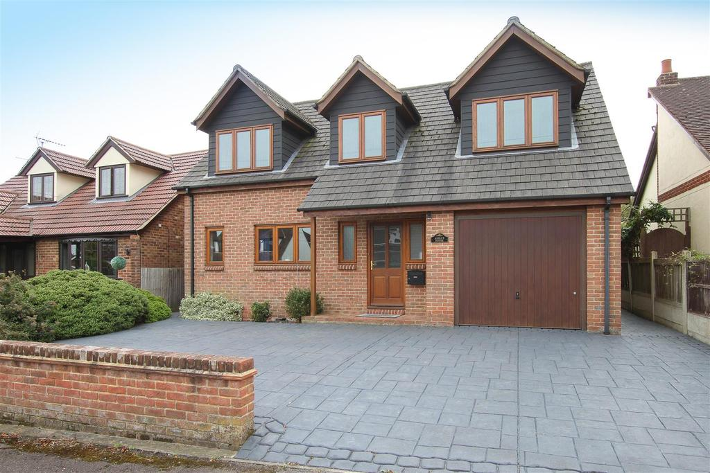 5 Bedrooms Detached House for sale in First Avenue, Hook End, BRENTWOOD