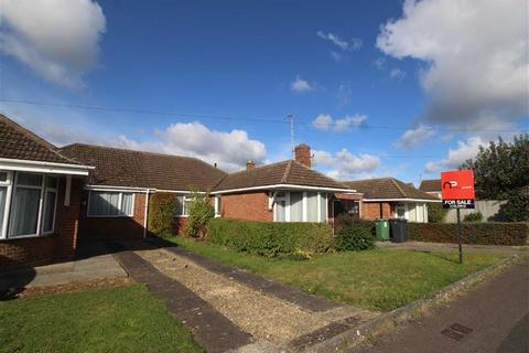 3 bedroom semi-detached bungalow for sale - Chamwells Avenue, Gloucester, Gloucestershire
