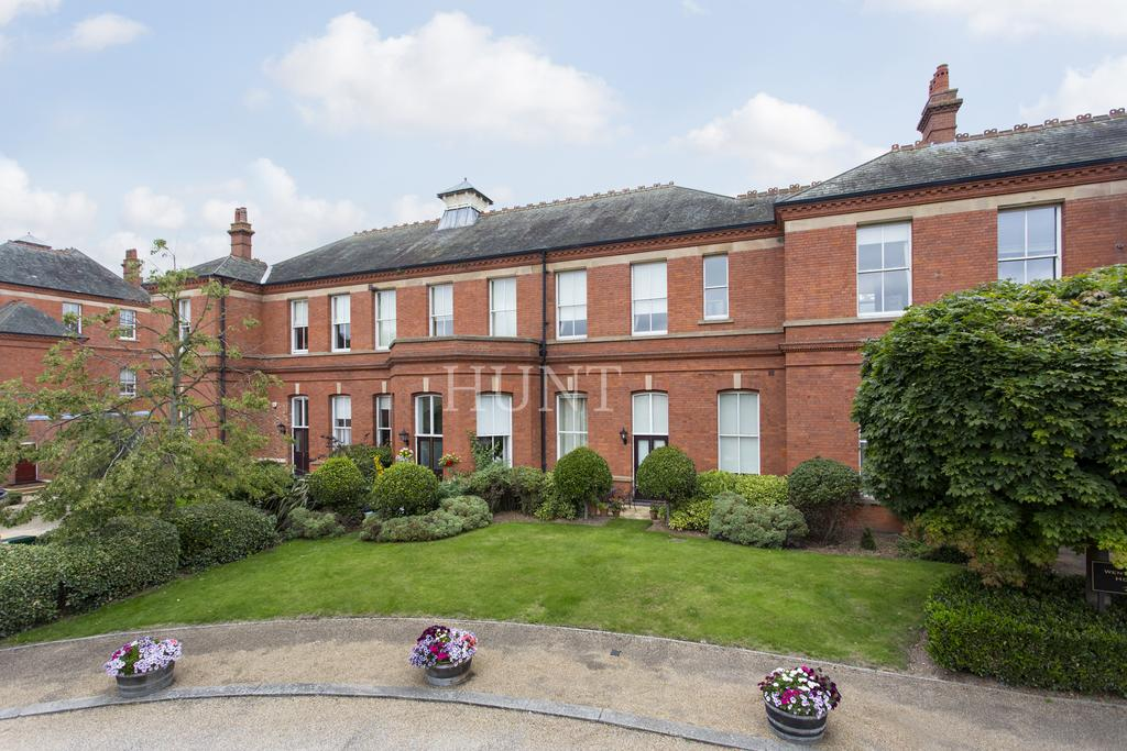 2 Bedrooms Apartment Flat for sale in Wentworth House, Hampstead Avenue, Woodford Green, Essex IG8