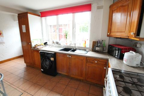 4 bedroom house share to rent - Manor Park Drive, Sheffield S2