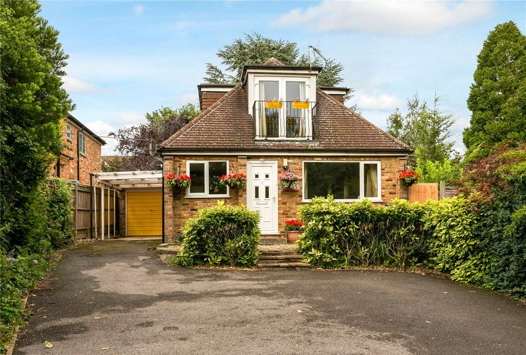 4 Bedrooms Detached House for sale in Seymour Court Road, Marlow, Buckinghamshire, SL7