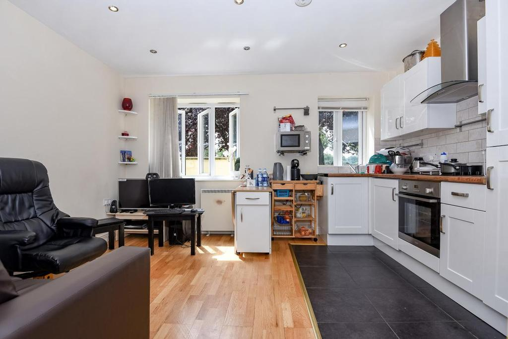 2 Bedrooms Flat for sale in Lower Road, Surrey Quays