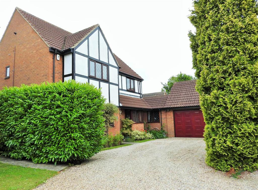 4 Bedrooms Detached House for sale in Hawthorn Road, Hatfield Peverel, Chelmsford