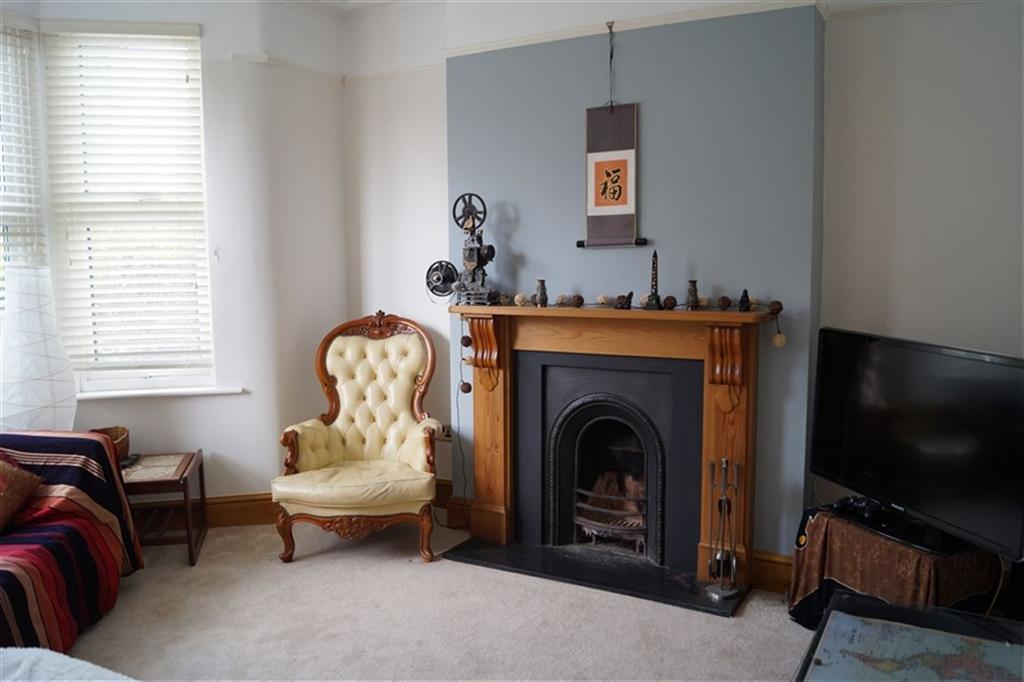 2 Bedrooms House for rent in Downend Road, Horfield, Bristol