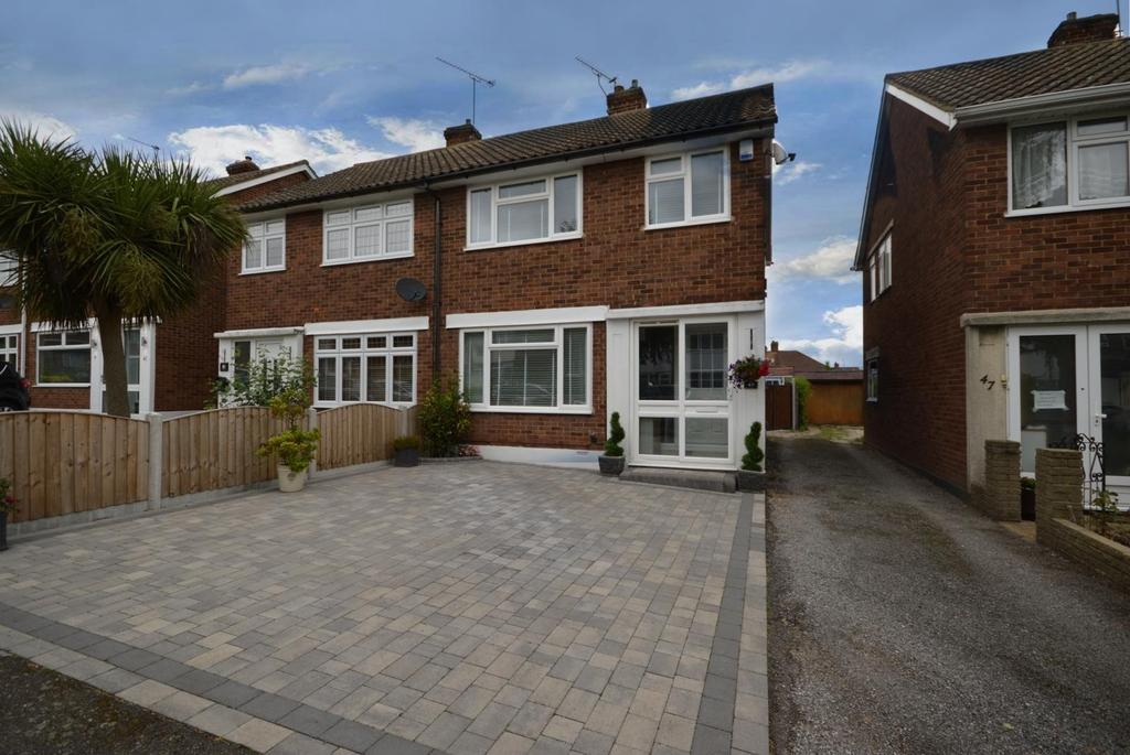 3 Bedrooms Semi Detached House for sale in Hedingham Road, Hornchurch, Essex, RM11